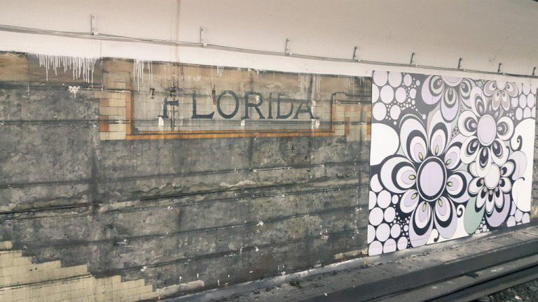 Cartel original de la estación Florida (1931). Foto de Mariano González.