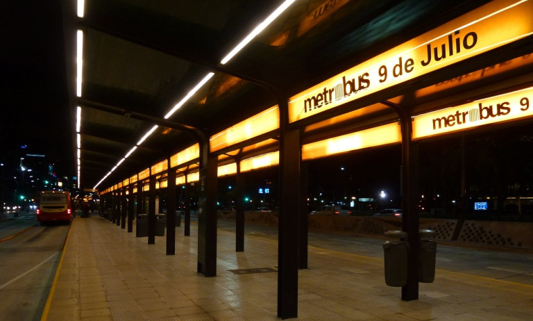metrobus 9 de julio carteleria