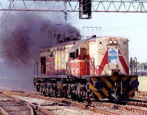 La locomotora de maniobras U13C 6043 con el primer logo de la UEPFP sobreimpreso al de FA. Foto de Roberto Yommi.