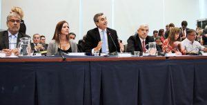 El ministro Randazzo junto a la titular de la Comisión de Transporte, María Eugenia Zamarreño, y el presidente de la HCDN Julián Domínguez.