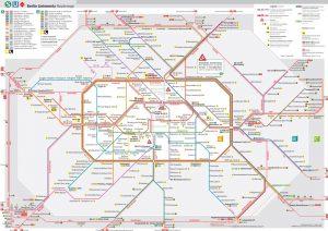 Las vías son parte de la red de la DB, pero los servicios suburbanos de Berlín (indicados en línea gruesa) son operados en forma integral por su subsidiaria S-Bahn Berlin.