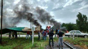 Camioneros cortan vías del Ferrocarril Mitre reclamando que AGD les entregue los viajes interprovinciales, 2014.