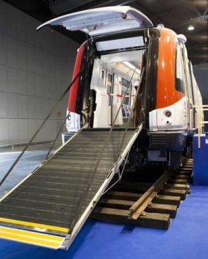 Alstom Serie 9000 de conducción automática para el Metro de Barcelona: permite la evacuación frontal en casos de emergencia.