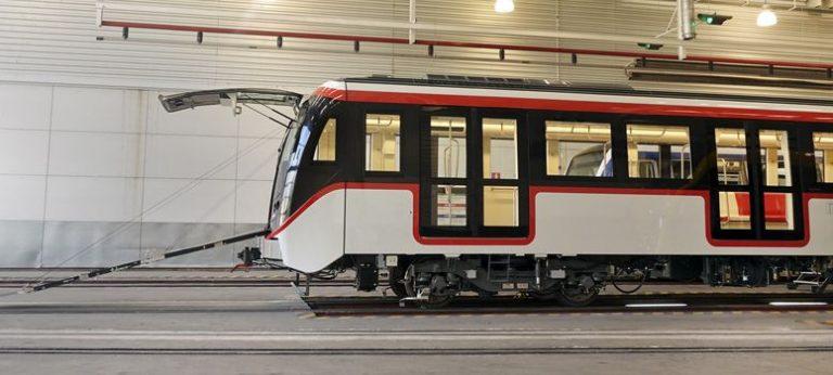 Los trenes cuentan con evacuación frontal, similar a los Alstom del Metro de Barcelona.
