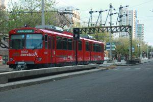 El Metrotranvía de Menodza avanza en medio de las dificultades de la EPTM. Rosario se ha embarcado en un proyecto similar.