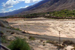 En la parte baja de la Quebrada de Humahuaca se multiplican los socavones del terraplén.