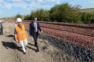 Randazzo visita la obra del viaducto Ringuelet, en 2015: el gobierno de Macri se lo adjudica como propio.
