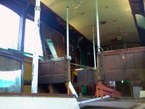 El interior del coche 25, visiblemente deteriorado, en febrero de 2013.