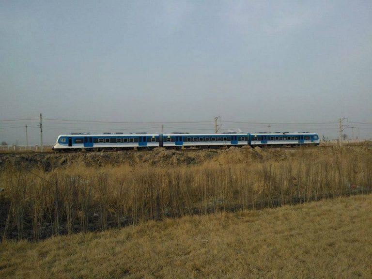Pruebas de las triplas en China: el paisaje recuerda al tramo entre Querandí y Laferrere visto desde la Ruta 21.