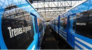 """Los CSR de las líneas Mitre y Roca, en tanto, cuentan con el logo de """"Trenes Argentinos""""."""