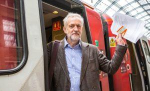 El nuevo líder del Laborismo, Jeremy Corbyn, promueve la renacionalización.