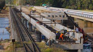 La terminación de las obras del nuevo puente sobre el Río Salado es vital para el restablecimiento del servicio.