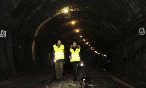 Cifuentes recorre los túneles de la línea 1.