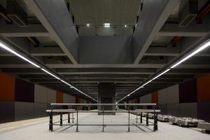 Estación Correo Central. A la derecha, durmientes biblock.