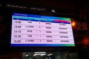 """En la cartelera de horarios de Retiro Mitre la gestión de Orfila se tomó el trabajo de reemplazar el logo de Ferrocarriles Argentinos por """"Operadora Ferroviaria Sociedad del Estado""""."""