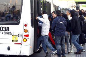 En Santiago, la evasión del pasaje en buses alcanza al 28% de los viajes.