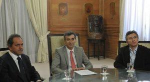Macri, Scioli y Randazzo, en una de las primeras reuniones de formación de la Agencia Metropolitana de Transporte.
