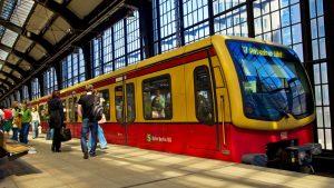 La Deutsche Bahn opera todos los servicios regionales y metropolitanos, como el S-Bahn de Berlín.