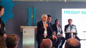 El titular de ADIF, Guillermo Fiad, habla ante los inversores. Detrás, López Menéndez y Orfila.