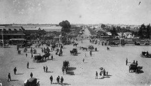 La antigua estación Chacarita vista desde la puerta del Cementerio (ca. 1910).