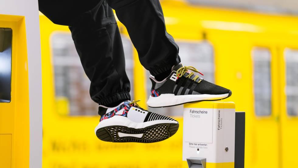 Furor en Berlín por unas zapatillas que traen un abono anual para el  transporte público 857fd067b99