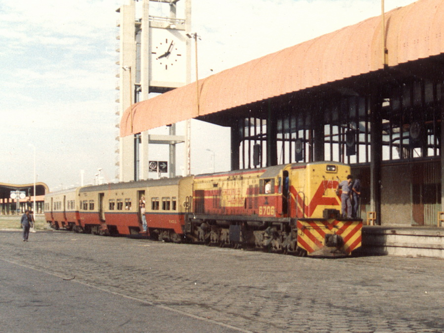 Resultado de imagen para En tren al Mercado Central para ganarle a la inflación